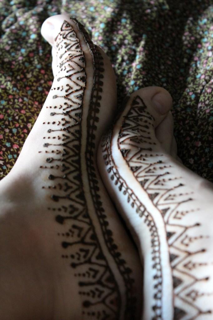 mehndi henna feet geometric design theseventhsphinx